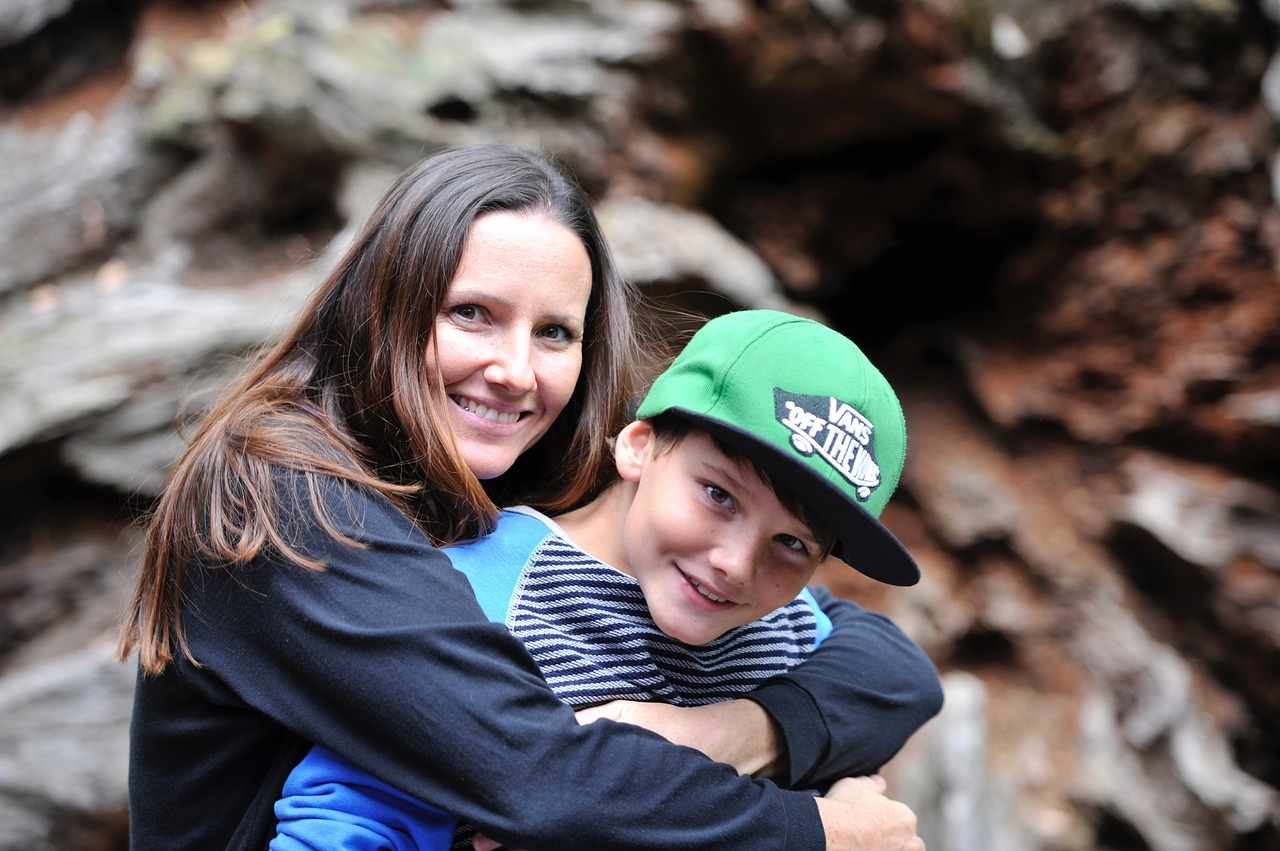 mother-and-son-2404328_1280